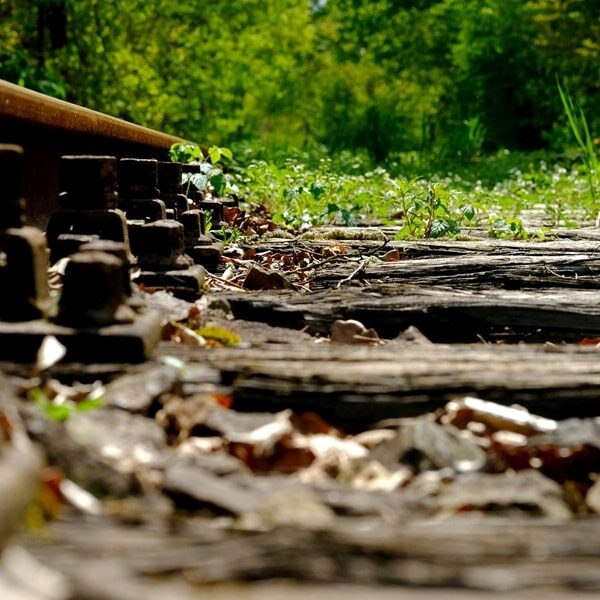 Pixabay railroad tie cropped
